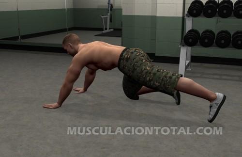 Inicio de la extesnion de pierna en el suelo para entrenar gluteos