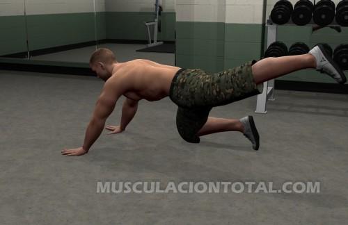 Fin de la extesnion de pierna en el suelo para entrenar gluteos
