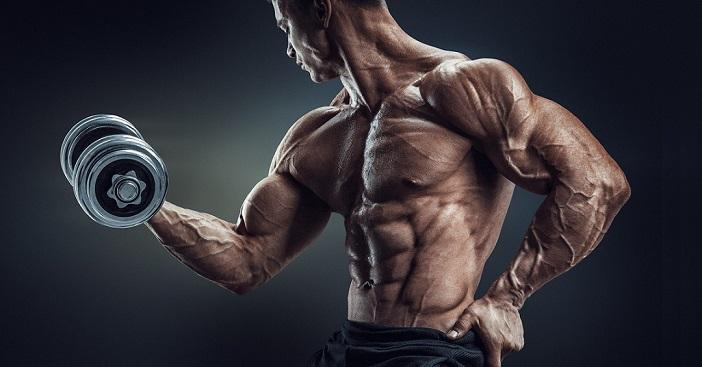 Hombre capacitado con musculos