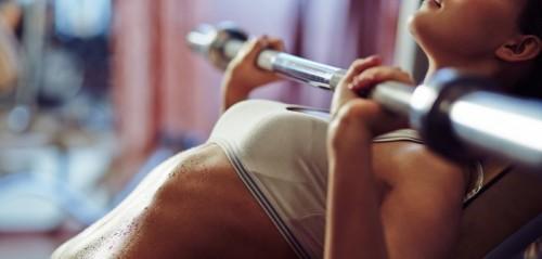mujer entrenando sin estrias