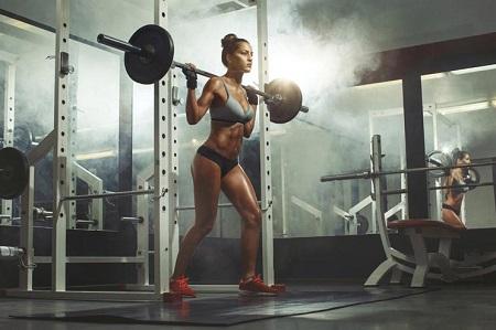 mujer en gym