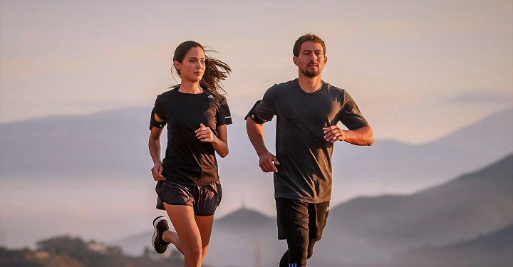 pareja corriendo en carreras progresivas