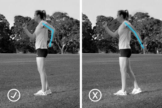 Vista lateral de la correcta posición de los brazos
