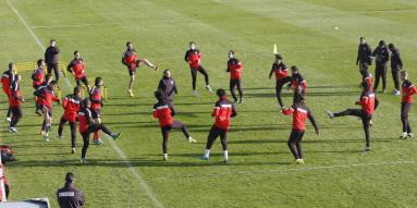 equipo-realizando-stretching