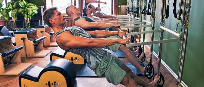 hombres-haciendo-pilates