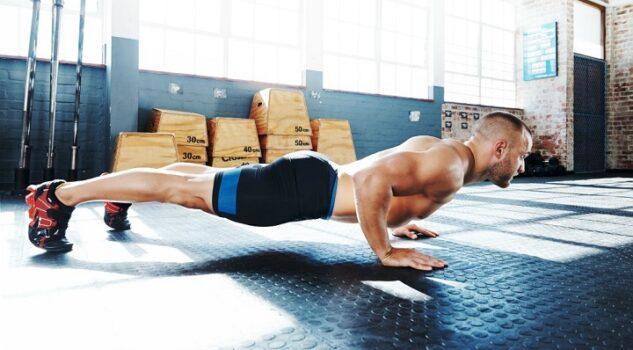 entrenar sin pesas - flexiones de brazos