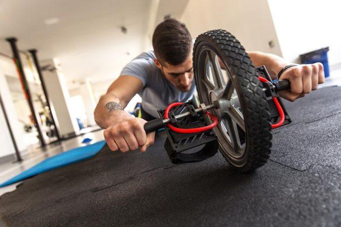 entrenar con rueda abdominal