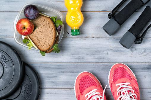 el entrenamiento de cardio y el desayuno